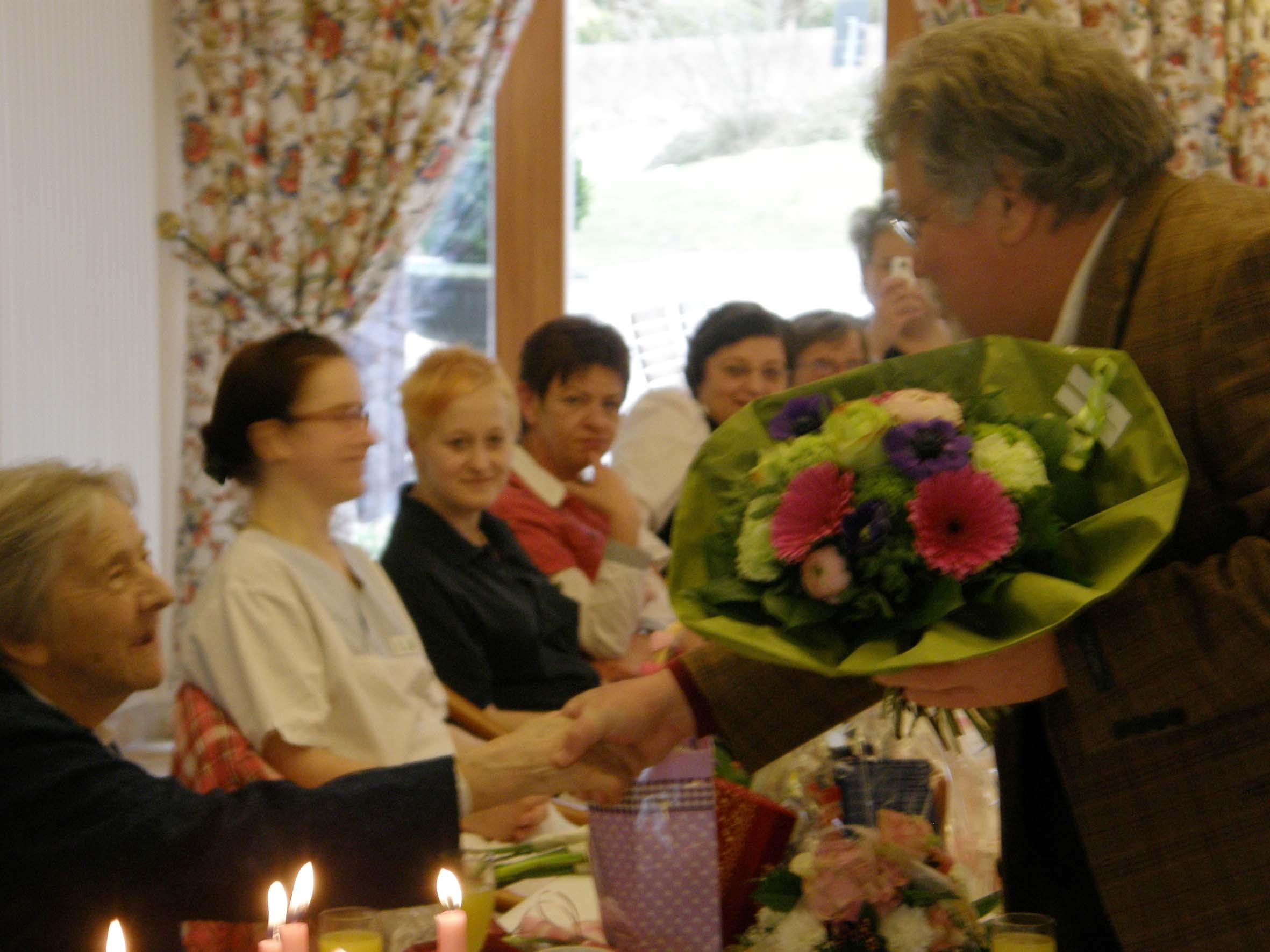 Bürgermeister Hans Hawlitschek gratuliert