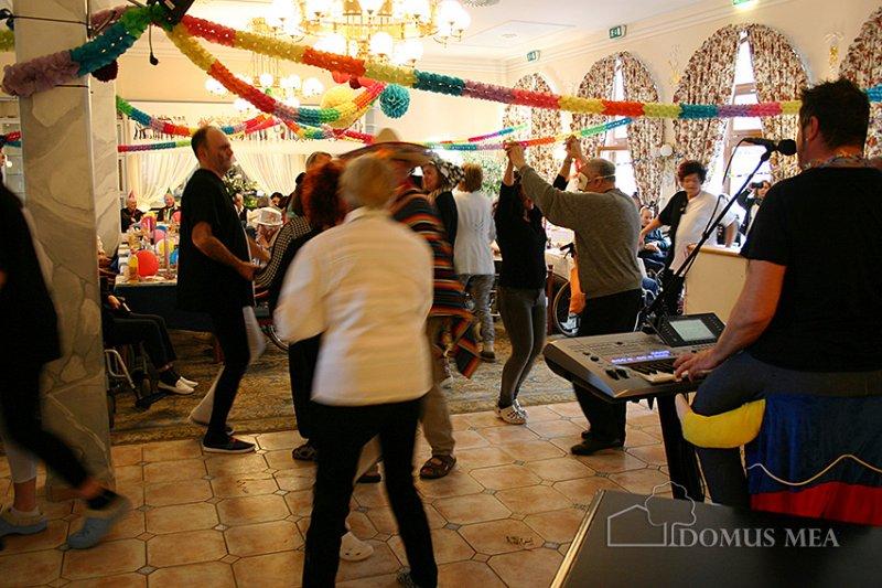 Bewohner Feiern Rosenmontagsball Bayerisch Gmain Domus Mea