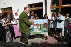 Ein Ölbild von Adreas Prediger als Geschenk zum Firmenjubiläum für die Gründerfamilie Merkel.