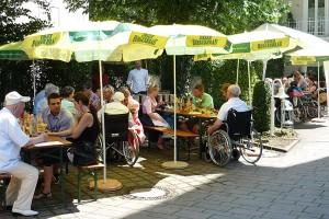 Sommerfest der Tagespflege Bad Reichenhall im Schatten der Bäume
