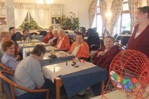 Bingo-Spaß in der Pflegeeinrichtung