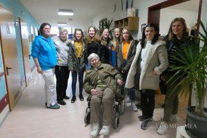 Die Firmgruppe in Bayerisch Gmain besuchte das Seniorenzentrum