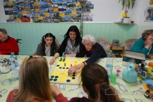 Firmkinder sorgen für Spaß und Spiel auf der Pflegestation.