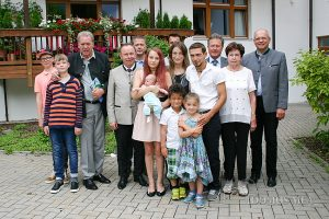 """Das Patenkind """"Mia"""" lebt mit seinen sechs Geschwistern in der Gemeinde Ainring und ist das jüngste Enkelkind eines Mitarbeiters in Bayerisch Gmain"""