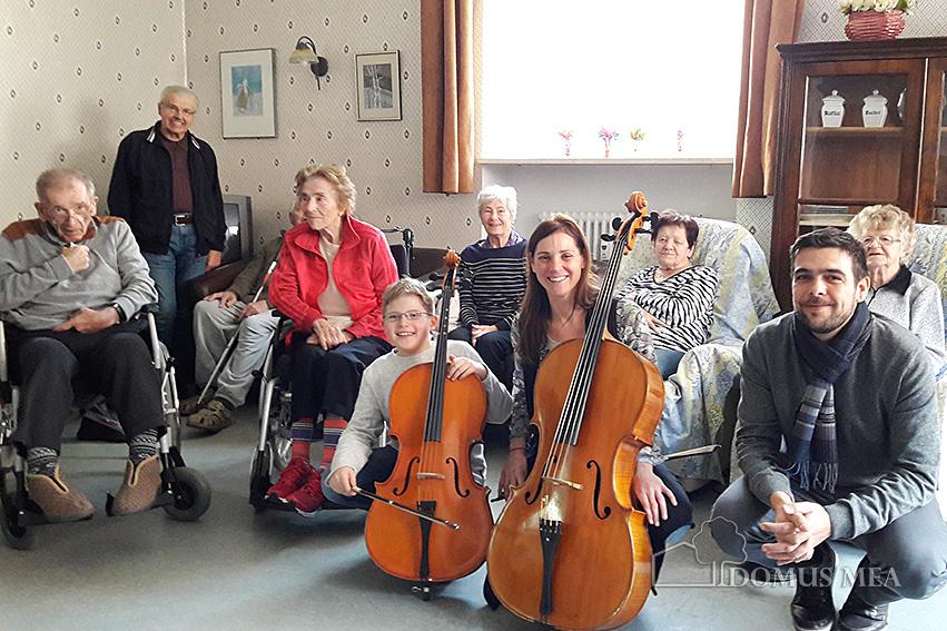 Gruppenfoto in der Tagespflege Bad Reichenhall